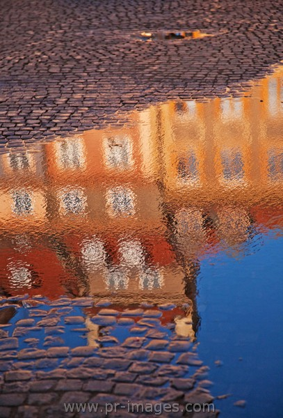 00059-poland-warsaw-street-reflection