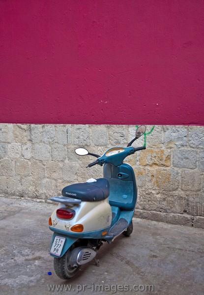 00096-croatia-split-street-scene