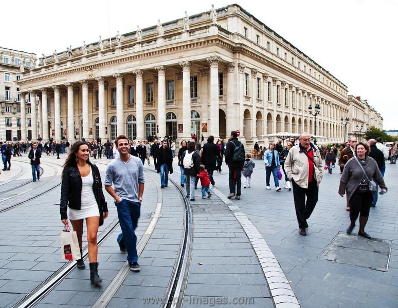 00107-bordeaux-street-scene